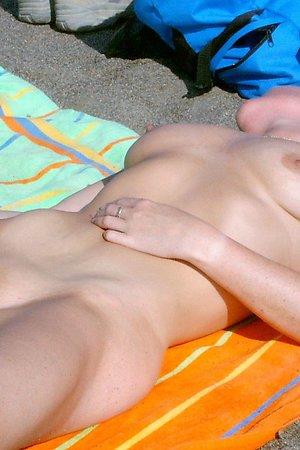 Hottes photos - beach spread legs