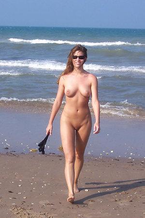 A bikini lady going topless on the Banana