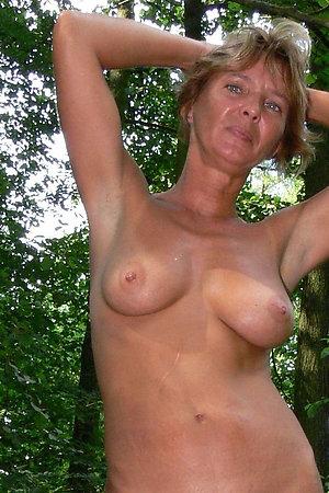 Nudist mature women happy to pose like an eroitc models