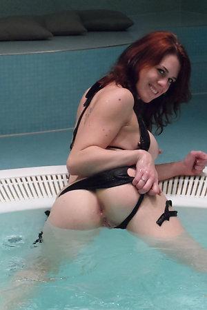 Nudist women exposing assholes in water