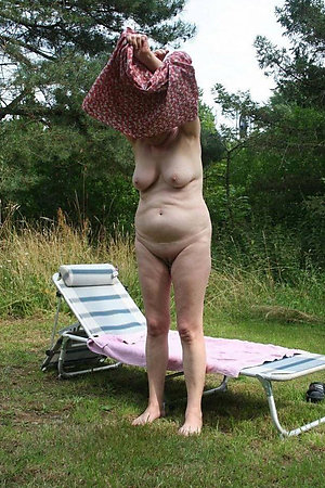First shy nudist experience after 40