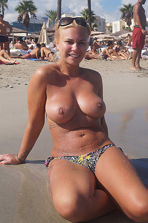 Two nudist females with age difference