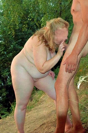 Naturist young boys with mature moms