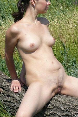 Amateur nudists flashing