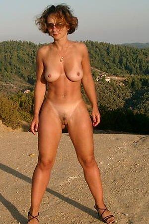 Crazy chicks like nudism