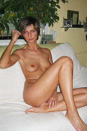Amateur nudist girlsfriends showing their naked bodies