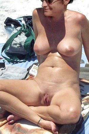 Nude beach photos - spy for spread legs