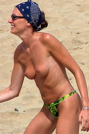 Sunbathing naked females enjoy their time