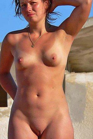 A hot lady posing at theTambaba