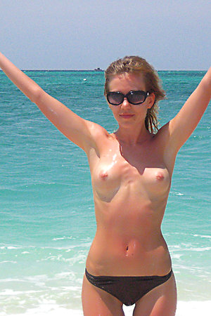 This young sexy blonde showed us her splendid boobs with erected nipples!