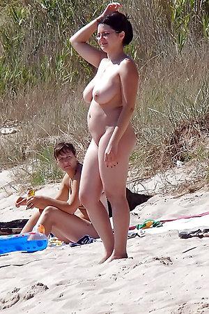 Amateur porn photos made by a hidden camera on the beach