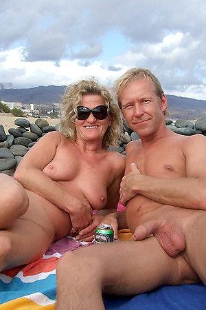 Nude girls sunbathes nude