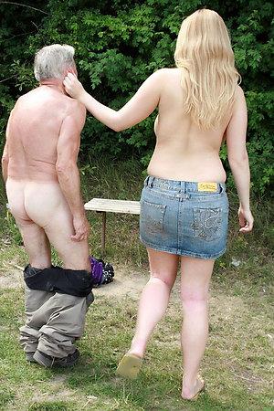 Fat nudist girl having sex with tiny nudist man