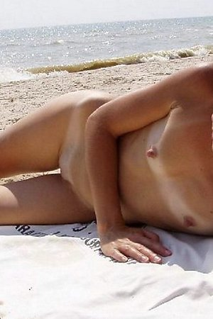 lazy nice girls fully exposes at texas nude beach