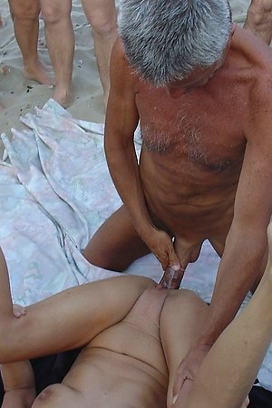 Beautiful real amateurs satisfy their passion