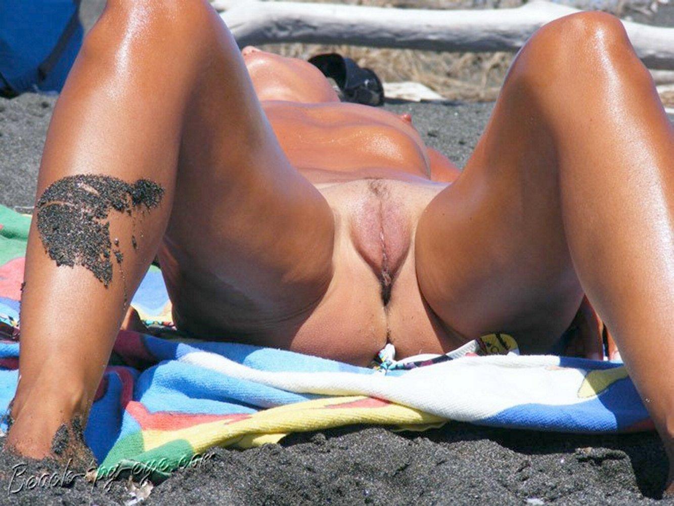 Girls bikini vagina slip