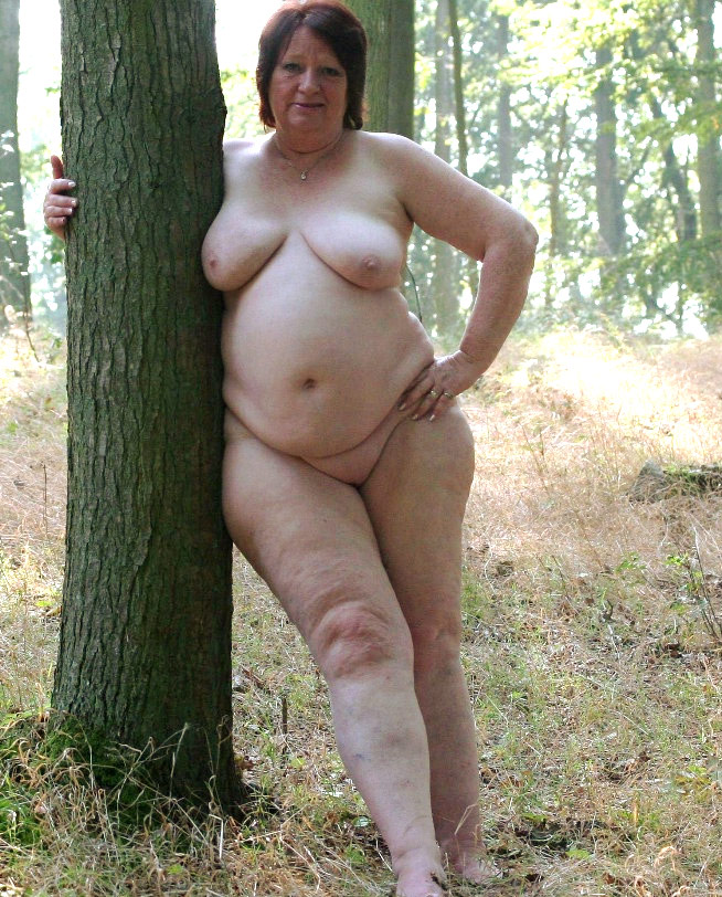 Mature fat sluts posing nude